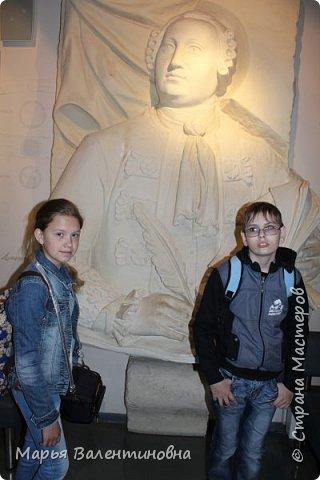Итак, в музее нас встречает огромный портрет улыбающегося Ю.А.Гагарина. фото 3