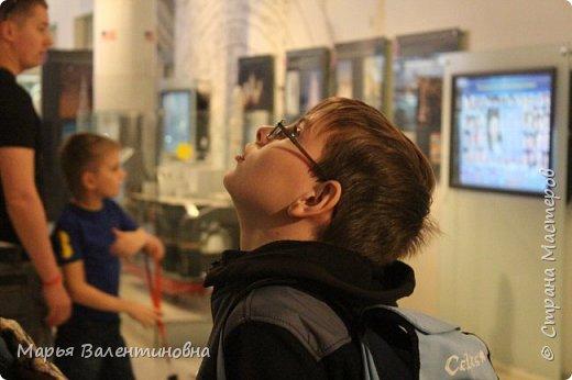Итак, в музее нас встречает огромный портрет улыбающегося Ю.А.Гагарина. фото 36