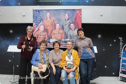 Итак, в музее нас встречает огромный портрет улыбающегося Ю.А.Гагарина. фото 37