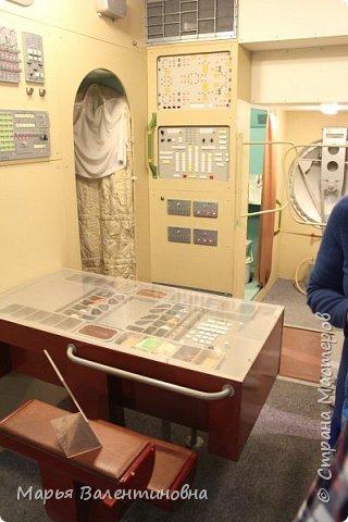 Итак, в музее нас встречает огромный портрет улыбающегося Ю.А.Гагарина. фото 42