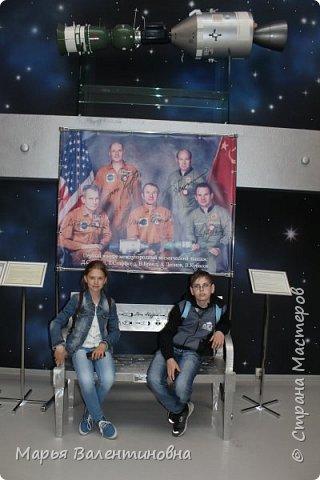 Итак, в музее нас встречает огромный портрет улыбающегося Ю.А.Гагарина. фото 45