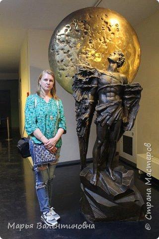 Итак, в музее нас встречает огромный портрет улыбающегося Ю.А.Гагарина. фото 2
