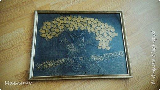 Выставляю очередную повторюшку)) Сегодня это денежное дерево из монет. Спасибо за МК  m_a_r_i_n_a  http://stranamasterov.ru/node/578436, а Таню Сорокину благодарю за технику пейп-арт http://stranamasterov.ru/node/308701.  Добавила только дорожку из яичной скорлупы (подсмотрела на просторах интернета) К сожалению больше фоток нет, надо было нести поздравлять))) Юбиляр и гости остались довольны) фото 1