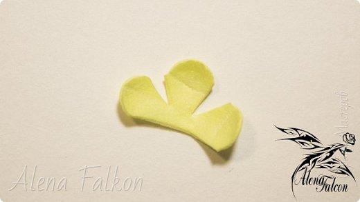 Хочу показать вам, как я делаю пшеничный колосок из фоамирана.  Недавно мне поступил заказ на свадебные украшения с такими колосьями. Посмотрев несколько мастер-классов, я поняла, что все они достаточно трудоемкие по времени. Для меня же время — очень важный фактор. Поэтому я сделала колосок по-своему. И с радостью делюсь с вами своим способом изготовления пшеничного колоса.  фото 8