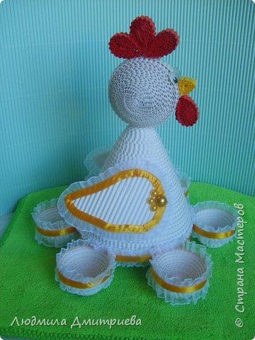 Здравствуйте, жители Страны Мастеров и гости! Представляю Вам свое творение из гофрированного картона - пасхальную курочку-подставку для яиц. фото 2