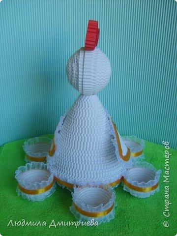 Здравствуйте, жители Страны Мастеров и гости! Представляю Вам свое творение из гофрированного картона - пасхальную курочку-подставку для яиц. фото 3