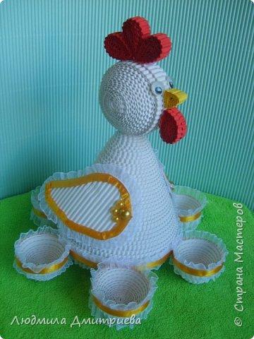 Здравствуйте, жители Страны Мастеров и гости! Представляю Вам свое творение из гофрированного картона - пасхальную курочку-подставку для яиц. фото 6