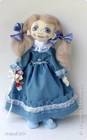 Доброго всем вечера!! Сегодня у меня появилась новая куколка,с букетиком цветов.  фото 4