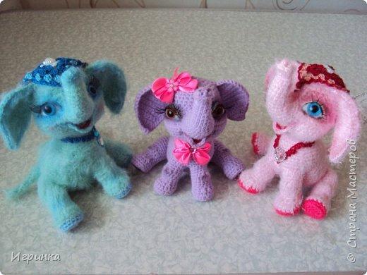 Здравствуйте друзья! Весна, времени на вязание остается только по ночам, и за несколько таких позитивных ночей в онлайне Иринки-картинки на форуме амигуруми связались эти три веселых малыша-слоненка. фото 8
