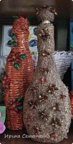 Моя коллекция бутылок. Для декупажа использовала мелкую деревянную стружку с клеем ПВА. Украсила абрикосовыми косточками,семенами. Всё покрыла лаком. фото 5