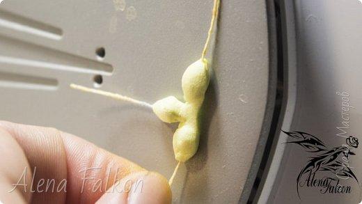 Хочу показать вам, как я делаю пшеничный колосок из фоамирана.  Недавно мне поступил заказ на свадебные украшения с такими колосьями. Посмотрев несколько мастер-классов, я поняла, что все они достаточно трудоемкие по времени. Для меня же время — очень важный фактор. Поэтому я сделала колосок по-своему. И с радостью делюсь с вами своим способом изготовления пшеничного колоса.  фото 21