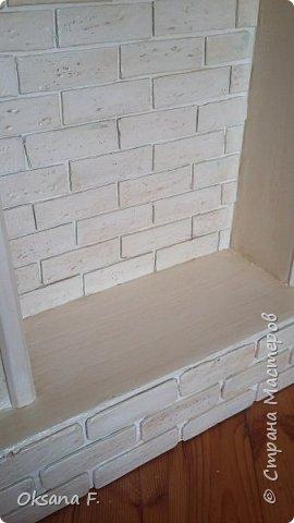 """Здравствуйте, мои дорогие соседи! Надеюсь, вы меня еще не совсем забыли)))  Наконец-то, я что-то сделала... И это что-то - камин, правда, не настоящий, а фальш-камин, но выглядит, как настоящий. Сделан он, как вы можете догадаться из названия поста, из картона. В его основе лежит коробка из-под ТВ диагональю 55"""". Коробку мне любезно предоставила моя подружка-соседка, в которой было много пенопласта (им-то я заполнила пустоты в стойках камина и в основании), а еще там лежали куски подложки под ламинат,  из которых у меня получились кирпичи, и очень легко на них было сделать рельеф в силу мягкости той подложки. Мне очень хочется сказать огромнейшее спасибо Татьяне (http://stranamasterov.ru/user/67480), которая помогла мне выкроить этого гиганта и собрать все воедино: Танюша, спасибо тебе огроменное, дорогая!  фото 8"""