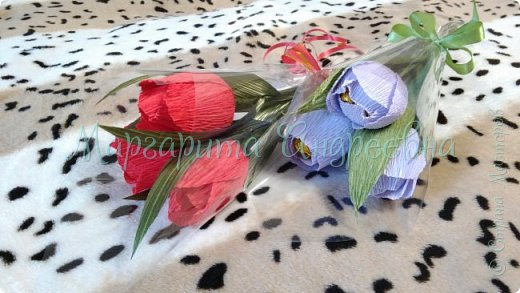 Оформление коробки конфет или подарка ярким и вкусными тюльпанами. фото 7