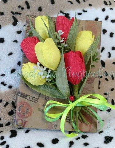 Оформление коробки конфет или подарка ярким и вкусными тюльпанами. фото 1