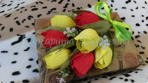Оформление коробки конфет или подарка ярким и вкусными тюльпанами. фото 2