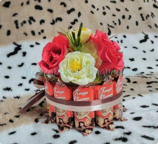 Оформление коробки конфет или подарка ярким и вкусными тюльпанами. фото 8
