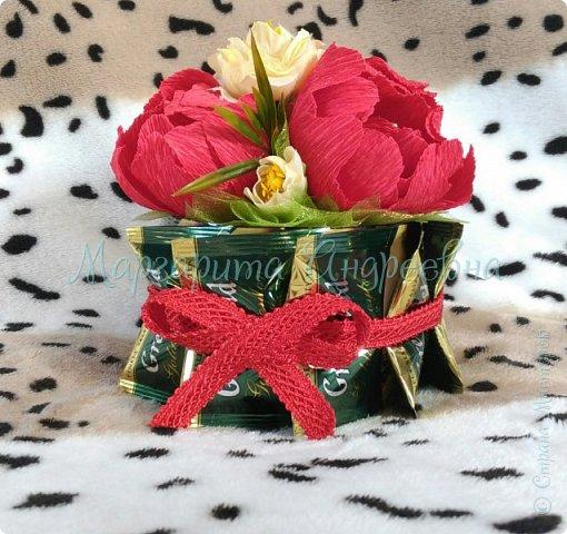 Оформление коробки конфет или подарка ярким и вкусными тюльпанами. фото 10
