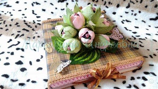 Оформление коробки конфет или подарка ярким и вкусными тюльпанами. фото 5
