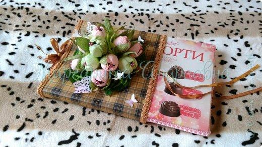 Оформление коробки конфет или подарка ярким и вкусными тюльпанами. фото 6