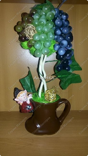 Всем доброго времени суток! Давно мечтала сделать виноградное дерево. Вчера купила несколько веточек винограда и когда пришла домой меня накрыло вдохновение...  Даже пакет с покупками не успела разобрать.))) фото 1