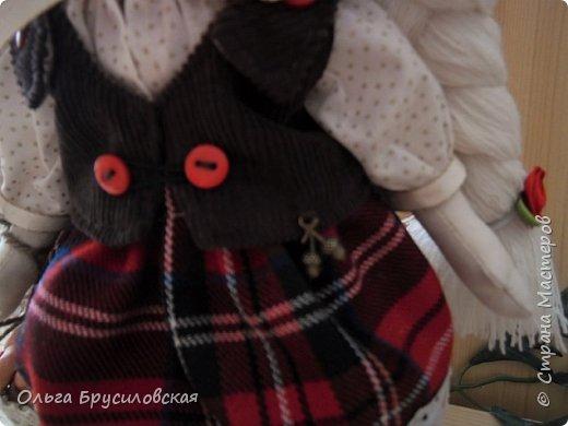 Привет всем в СМ!!! Мой любимый сказочный персонаж - Красная Шапочка. Несчетное количество раз была перечитана в моем детстве эта сказка Шарля Перо: сначала родителями, потом самой. Такое же несчетное количество раз смотрела мультфильм и фильм про эту прелестную девчушку. Уже взрослой девушкой мечтала: если у меня когда-то родится доченька - обязательно сошью ей костюм Красной Шапочки, такой, какой мне на новгодний утренник в детском саду сшила моя бабушка.  Дочки не получились... Сколько разных костюмов пришлось мне шить для детей пока работала в детском саду, но вот шить костюм Красной Шапочки как-то не довелось... И вот, свершилось на старости лет: вот она моя Красная Шапочка. фото 5