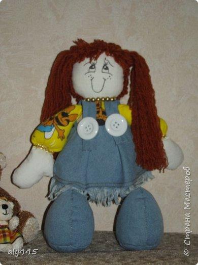Куколка выполнена из ситца и джинса, набивка синтепух фото 2