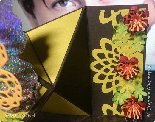 Общий вид. Для данной работы нужна коробочка, так как сложить ее полностью не получится.. она не для конверта. Основной цвет открытки чёрный, большая часть деталей оливковая, цветы бордовые и листики двух оттенков - оливковые и фисташковые. фото 2