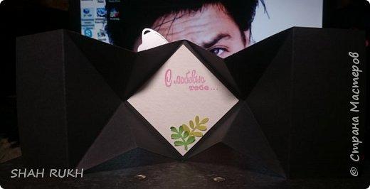 Общий вид. Для данной работы нужна коробочка, так как сложить ее полностью не получится.. она не для конверта. Основной цвет открытки чёрный, большая часть деталей оливковая, цветы бордовые и листики двух оттенков - оливковые и фисташковые. фото 4