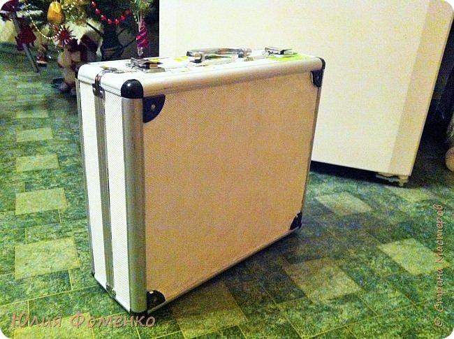 Добрый день, Мастера и Мастерицы! У меня опять имитация пэчворка в декупаже)) На сей раз под переделку попал металлический чемоданчик... и обшила я его полностью лоскутками из салфеток.  фото 15