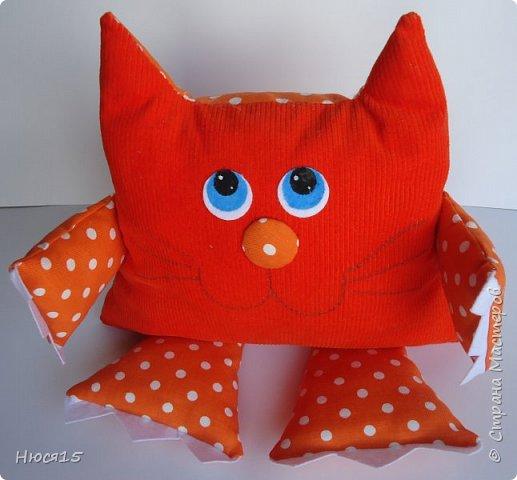 Здравствуйте, жители страны мастеров. Не судите строго:) это мои первые подушки-котэ... фото 4