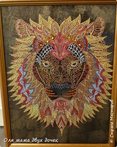 Вот такой получился лев.Рисунок контурами,фон не хотелось простой,поэтому сделала двухцветный позолота и черный. фото 2