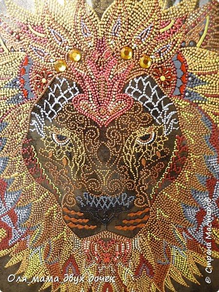 Вот такой получился лев.Рисунок контурами,фон не хотелось простой,поэтому сделала двухцветный позолота и черный. фото 1