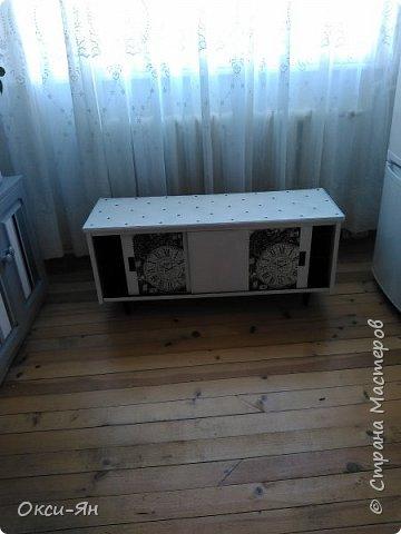 Добралась я до мебели.Опять не сфоткала шкаф до,он коричневъй,страшненький .Пришлось замазать,загладить,перекрасить и,естественно,декупажить.Вот что получилось. фото 2