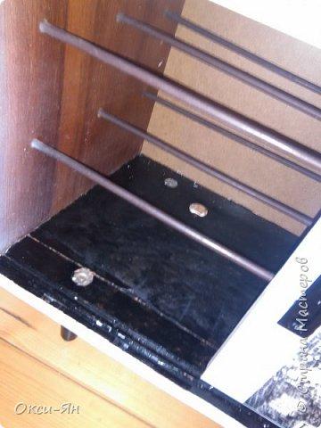 Добралась я до мебели.Опять не сфоткала шкаф до,он коричневъй,страшненький .Пришлось замазать,загладить,перекрасить и,естественно,декупажить.Вот что получилось. фото 5