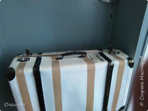 Здравствуйте! Хочу похвастаться еще одним чемоданом.К сожалению,не догадалась сфоткать его преди,потому что зрелище бъло еще то.Чемодан фанерокартоннъй,внутренность еще та,но результат более-менее фото 3
