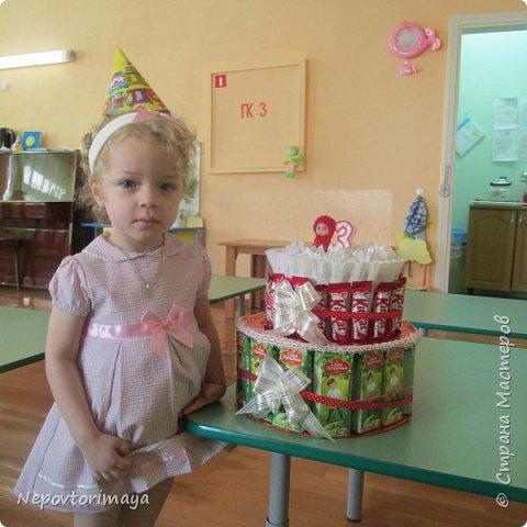 25 марта доченьке исполнилось 3 годика, в связи с этим родилось такое угощение в садик.Внутри жестяная коробка с Барни. фото 2