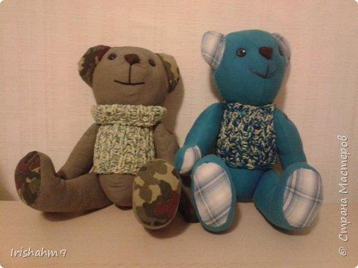 Два медвежонка. Делала их в подарок маленьким деткам - 2 и 3 годика. Размер довольно большой - 50см.  Медвежата очень понравились деткам.