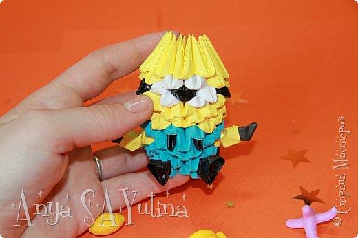 Здравствуйте) Сейчас я вам расскажу и покажу, как делать этого миньона техникой модульное оригами. Чтобы посмотреть урок, спуститесь чуть ниже по странице:) фото 3