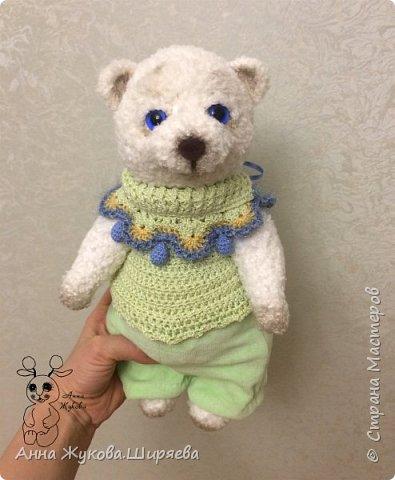 Большой белый медвежонок в беретике. фото 5