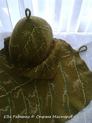 """Вот такой симпатичный комплектик для бани Банный Лист"""" сваляла в подарок. Шапочка в парилку и коврик для """"мягкой"""" посадки. Сделан в технике мокрого валяния из натуральной овечьей шерсти. фото 2"""