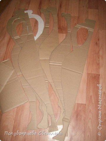 Ваза своими руками<br /><br /> Перед тем как изготовить вазу, я долго думала из чего же мне сделать сосуд, напоминающий древнегреческую амфору, и, остановилась на варианте изготовления вазы из картона в технике папье-маше. Здесь, я пошагово расскажу как я это делала и что получилось в итоге. фото 3