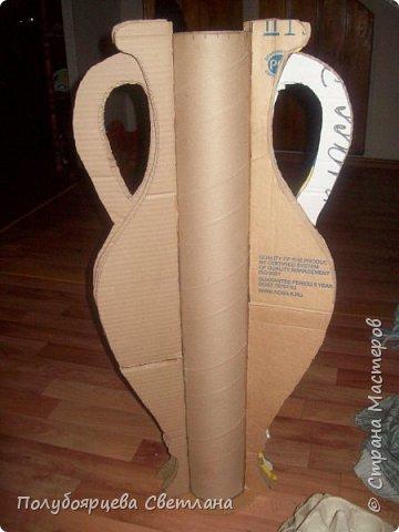 Ваза своими руками<br /><br /> Перед тем как изготовить вазу, я долго думала из чего же мне сделать сосуд, напоминающий древнегреческую амфору, и, остановилась на варианте изготовления вазы из картона в технике папье-маше. Здесь, я пошагово расскажу как я это делала и что получилось в итоге. фото 4