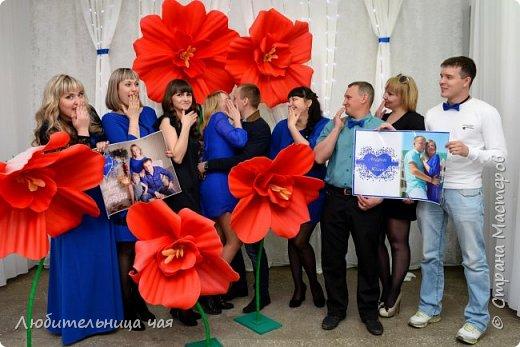 """Мои гиганты!))) В общем идея фотозон увлекла меня и затянула на проект """"Свадьба в подарок 2"""" где море творческих и позитивных людей! на финал проекта я сделала такие огромные яркие цветы, мои фантазийные маки, все с ними фотографировались, и всем очень-очень понравились!!! Это я: фото 6"""