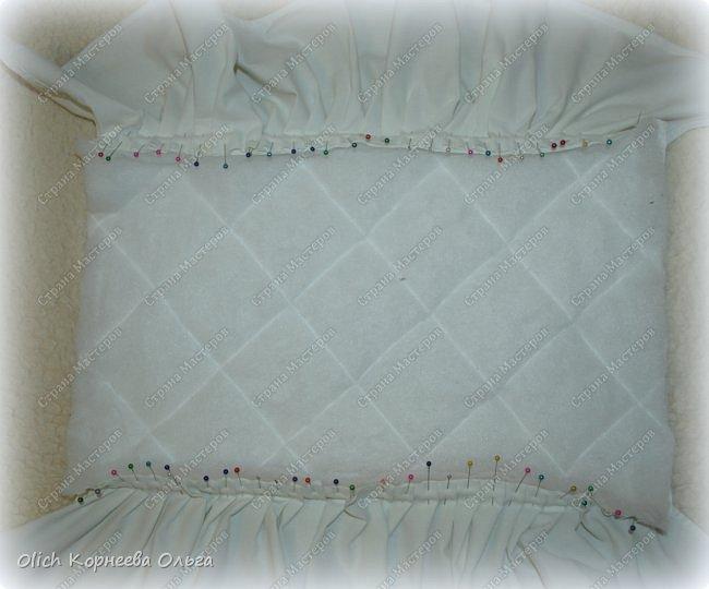 Здравствуйте, дорогие мастерицы!  Сегодня я хочу показать вам как я переделала старую кукольную кроватку. Вернее каркас кровати остался без изменений, но внешний вид совсем изменился. Конечно не у всех есть такие кроватки, которые требуют декора или реставрации, поэтому в своем мастер-классе я не даю никаких размеров. Но данным мастер-классом мне хотелось показать, что далеко не всегда следует выбрасывать старую отслужившую вещь. Можно постараться придать ей совсем другой образ или найти другое применение.  Смотрим что получилось. фото 20