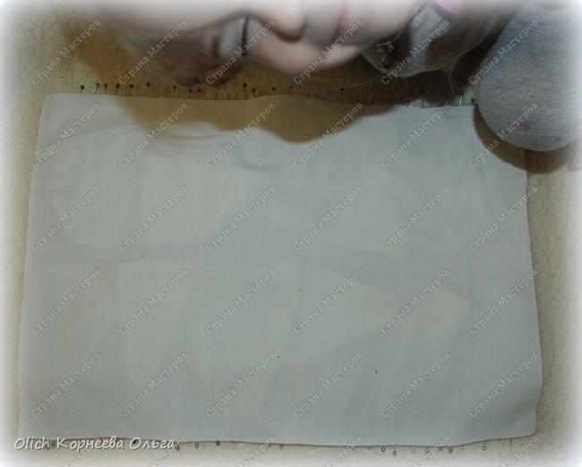 Здравствуйте, дорогие мастерицы!  Сегодня я хочу показать вам как я переделала старую кукольную кроватку. Вернее каркас кровати остался без изменений, но внешний вид совсем изменился. Конечно не у всех есть такие кроватки, которые требуют декора или реставрации, поэтому в своем мастер-классе я не даю никаких размеров. Но данным мастер-классом мне хотелось показать, что далеко не всегда следует выбрасывать старую отслужившую вещь. Можно постараться придать ей совсем другой образ или найти другое применение.  Смотрим что получилось. фото 21