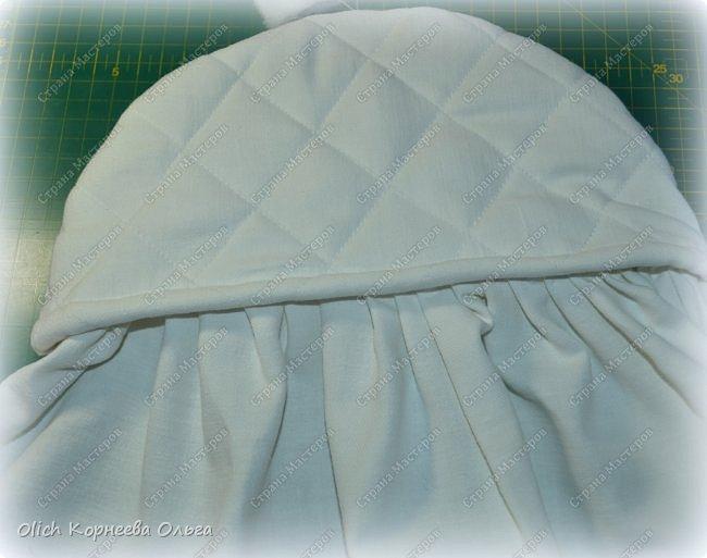 Здравствуйте, дорогие мастерицы!  Сегодня я хочу показать вам как я переделала старую кукольную кроватку. Вернее каркас кровати остался без изменений, но внешний вид совсем изменился. Конечно не у всех есть такие кроватки, которые требуют декора или реставрации, поэтому в своем мастер-классе я не даю никаких размеров. Но данным мастер-классом мне хотелось показать, что далеко не всегда следует выбрасывать старую отслужившую вещь. Можно постараться придать ей совсем другой образ или найти другое применение.  Смотрим что получилось. фото 30