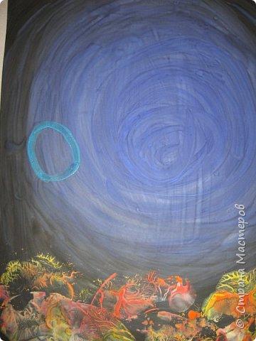 Хочу предложить вам нарисовать вот таких прелестных созданий - медуз. Мы рисовали их с детьми 5-6 лет, результат их работы будет в конце МК. Нам понадобится: бумага А3, гуашь, диск компьютерный (можно его заменить на кусочек оргстекла), кисть щетина круглая №7, кисти пони №3, 5, 7/9, и хорошее настроение. фото 13
