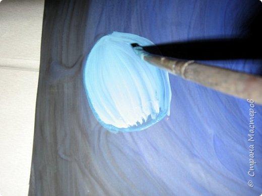 Хочу предложить вам нарисовать вот таких прелестных созданий - медуз. Мы рисовали их с детьми 5-6 лет, результат их работы будет в конце МК. Нам понадобится: бумага А3, гуашь, диск компьютерный (можно его заменить на кусочек оргстекла), кисть щетина круглая №7, кисти пони №3, 5, 7/9, и хорошее настроение. фото 14