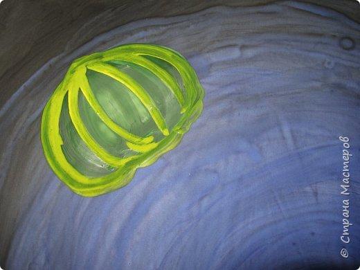 Хочу предложить вам нарисовать вот таких прелестных созданий - медуз. Мы рисовали их с детьми 5-6 лет, результат их работы будет в конце МК. Нам понадобится: бумага А3, гуашь, диск компьютерный (можно его заменить на кусочек оргстекла), кисть щетина круглая №7, кисти пони №3, 5, 7/9, и хорошее настроение. фото 19