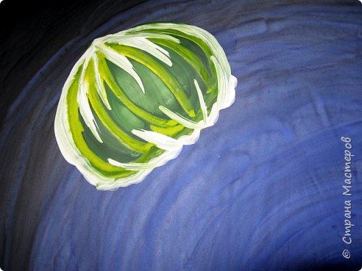 Хочу предложить вам нарисовать вот таких прелестных созданий - медуз. Мы рисовали их с детьми 5-6 лет, результат их работы будет в конце МК. Нам понадобится: бумага А3, гуашь, диск компьютерный (можно его заменить на кусочек оргстекла), кисть щетина круглая №7, кисти пони №3, 5, 7/9, и хорошее настроение. фото 20